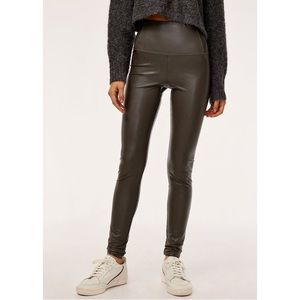 Wilfred Free Aritzia Daria xs vegan leather pants
